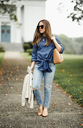 top tumblr blue top tie-front top bag tote bag denim jeans blue jeans ripped jeans shoes nude shoes jacket sunglasses