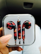 earphones,iphone 5 case,iphone 6 case,headphones,floral,fashion,pink,purple,phone cover,iphone,floral headphones,black and red,black earphones,black,red,flowers,black red headphones,flower headphones,red headphones,tumblr,white earphones,golden earphones,apple earphones,pink earphones,colorful earphones,flower earphones,floral earphones,metallic stereo earbuds,blouse,apple,pretty,cute,earbuds,assesories