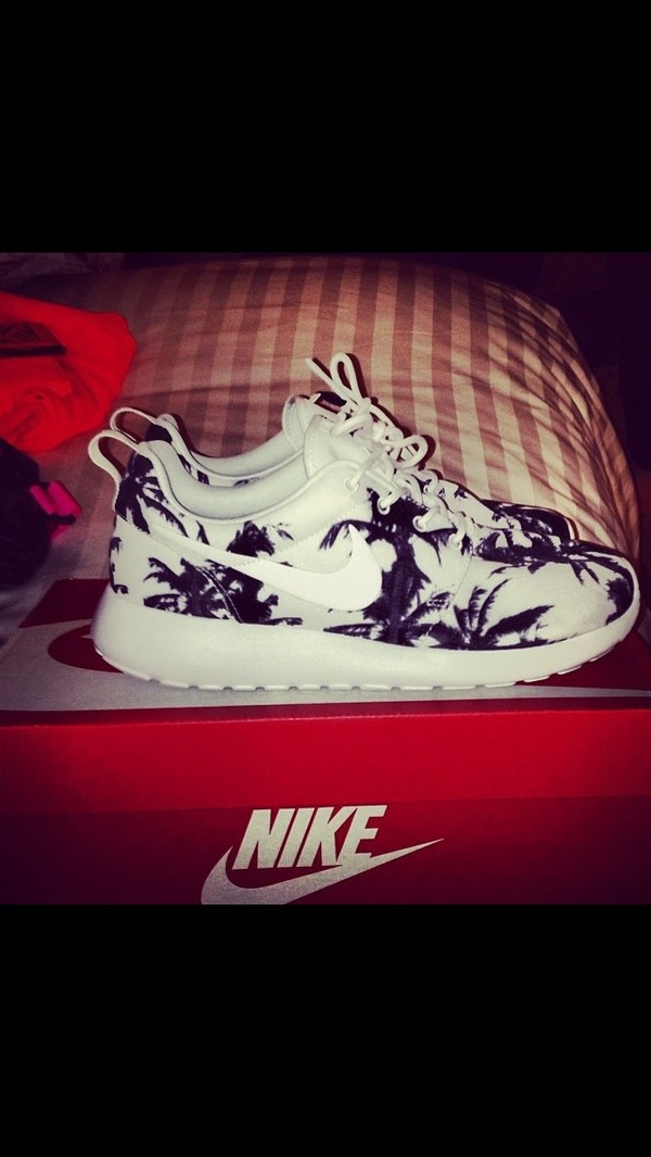 shoes white with black palm trees nike air