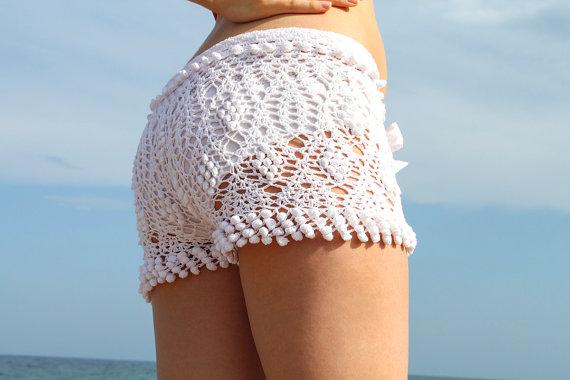 Exclusive white crochet beach shorts van LecrochetArt op Etsy