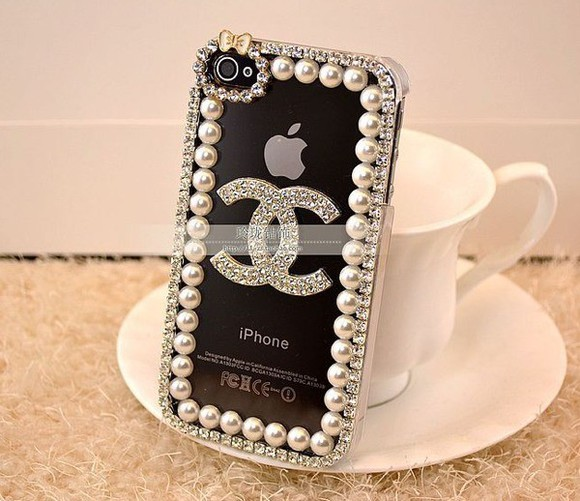 jewels iphone cover iphone 5 cover chanel case iphone chanel phone case iphone covers pearl iphone case pearl phone case chanel iphone 5 case chanel logo chanel, phone cases, phone, classy, cute, white, leather, jewel, miley cyrus,kim kardashian, chanel pattern,