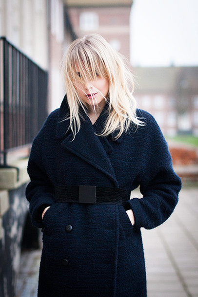 chaloth blogger belt winter coat boyfriend coat navy blonde hair navy coat