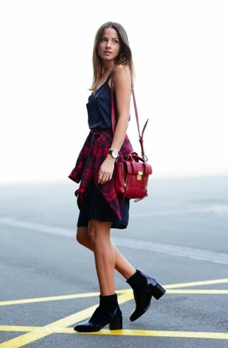 bag blue and cream purse red purse red bag shoulder bag red red accents summer outfits fall outfits exactly like this