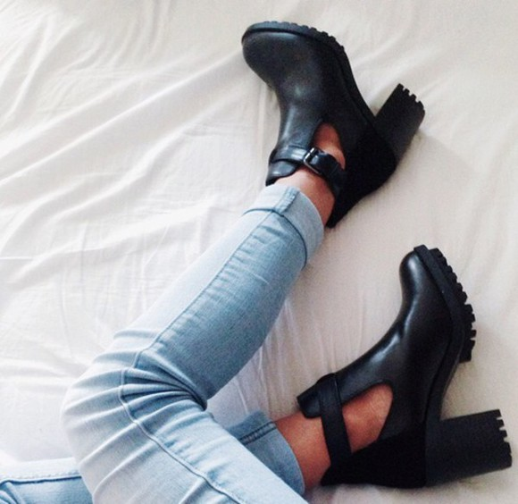 jeans black boots black  high heels talons compensés boots shoes black black heels black shoes booties shoes heels leather cut out ankle boots cleated sole blackboots