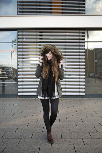andy sparkles blogger coat scarf shoes leggings jewels