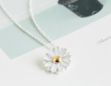 Spring daisy necklace,pretty neckla..
