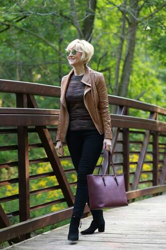 fabulousafter40 blogger top sweater bag shoes jeans ankle boots tote bag fall outfits jacket