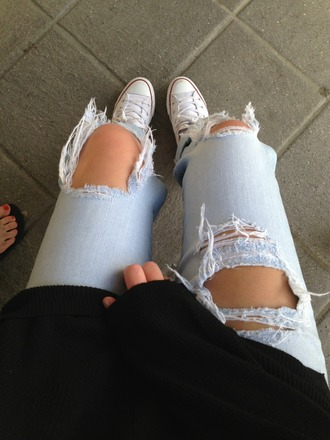 white sneakers black sweater jeans sexy jeans ripped jeans skinny jeans sweater ripped tumblr tumblr girl perfect acid wash frayed converse lightwash ripped jeans ripped light jeans shoes cropped denim distressed denim jeans ripped skinny jeans distressed skinny jeans holes light blue jeans light blue