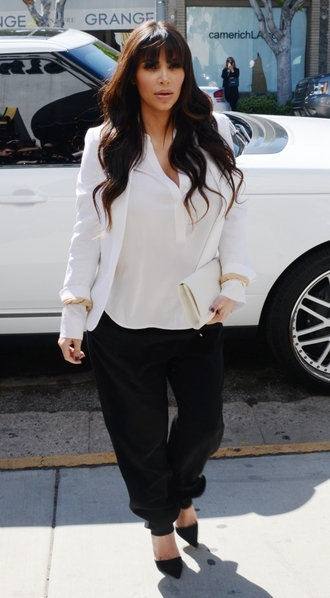 pants kim kardashian black white white blazer blazer heels clutch beige