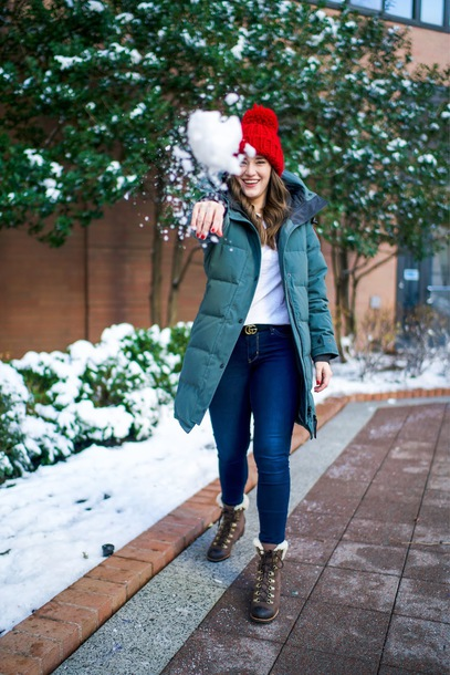 covering bases curvy blogger coat t-shirt jeans shoes sweater hat belt winter outfits beanie winter coat winter boots