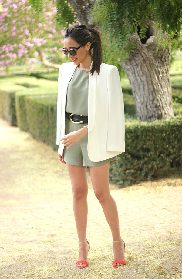 besugarandspice blogger jumpsuit belt jacket shoes jewels