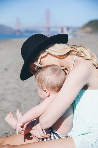 barefoot blonde blogger top jeans shoes sunglasses hat shirt leggings jewels