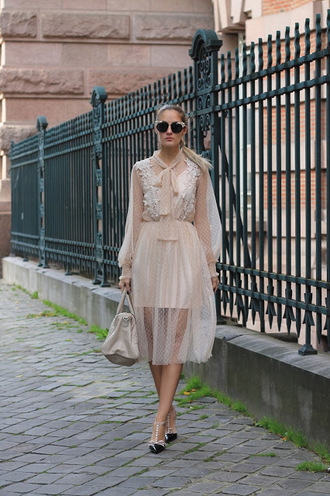 from brussels with love blogger dress shoes bag nude dress fall outfits handbag