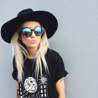 grunge cool chill sun t-shirt sunglasses make-up