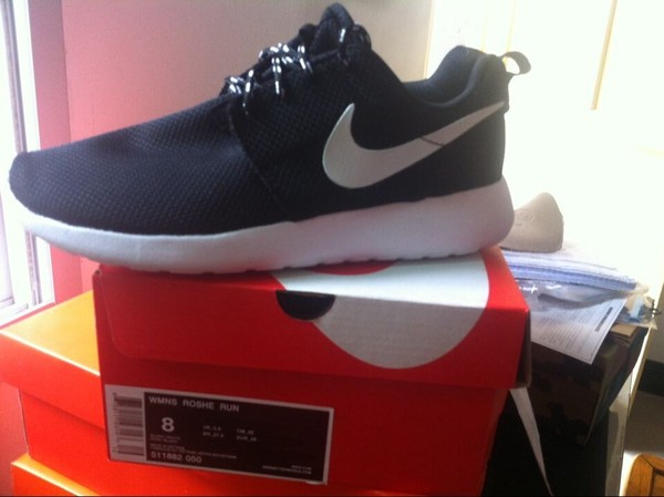 shoes roshe runs nike black white nike roshe nikes neon nike shoes nike roshe run