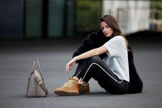 fashion vibe blogger top bag pants fur high top sneakers