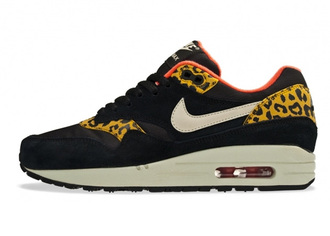 shoes nike air max black red yellow amazing leopard print print nike air leapord trainers nike sneakers nike air max 1 pink crop tops high top sneakers tank top top leggings pants skinny pants animal print shoes bag nike air max leopard print nike shoes with leopard print
