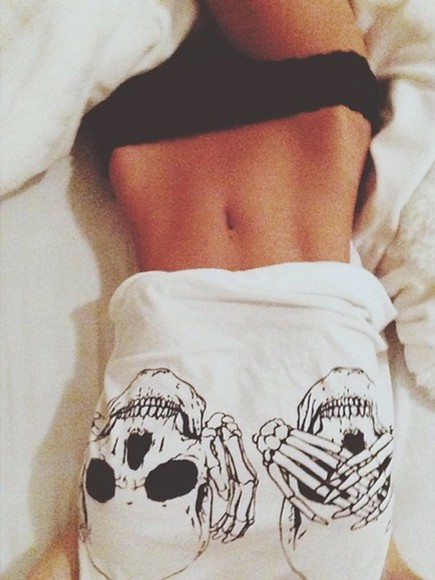 skull shirt underwear t-shirt skull, white blouse tumblr cozy tumblr clothes black and white
