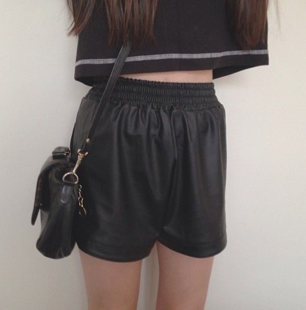 shorts leather cool peng tumblr indie tropical modern jeans denim leather shorts black shirt bag girl fashion high waisted t-shirt