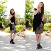 shelly stuckman,skirt,top,shoes,jewels