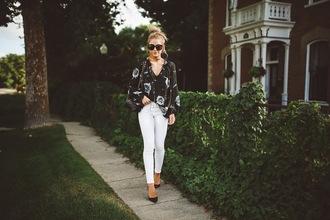 cara loren blogger blouse jeans shoes bag