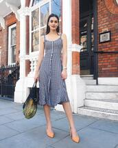 dress,spring outfits,spring dress,midi dress,gingham,gingham dresses,pumps,bag,net bag