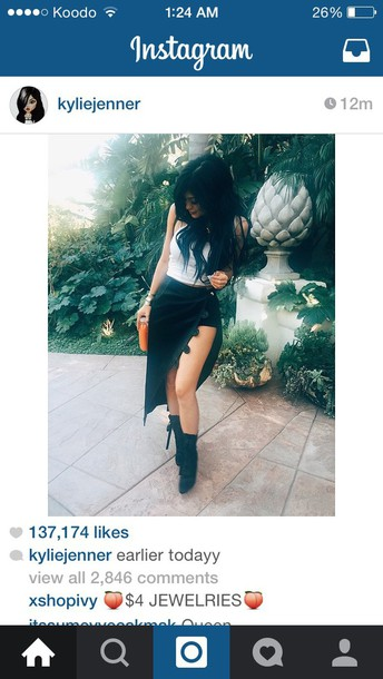 skirt top shoes black velvet skirt skorts kylie jenner kylie jenner kardashians black skirt black heels