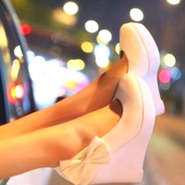 shoes bows wedges beige shoes shirt bow pastel pink pink pink wedges wedges with bow cute high heels nude high heels light pink shoes with bow