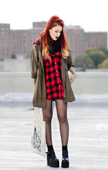 tote bag le happy blogger jacket tights khaki lumberjack grunge