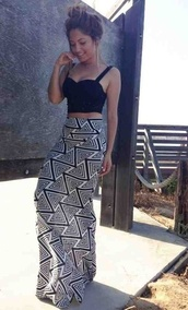 skirt,maxi skirt,high waisted,black and white maxi skirt,black,white,maxi,beautiful,summer,holidays,spring,long skirt,aztec,tribal pattern,triangle pattern,top,hipster,summer outfits,cute outfits,black and white,black crop too,black crop top,shirt,girl,pretty girl,geometric,geo print,socks