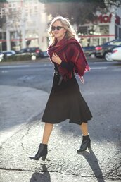 shoes,red checkered scarf,black pleated skirt,black ankle boots,blogger,sunglasses