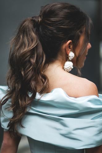 jewels tumblr hair hairstyles ponytail brunette earrings
