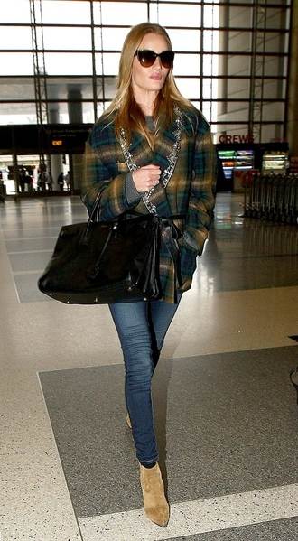 jacket fall outfits streetstyle rosie huntington-whiteley boots jeans ankle boots pocket jacket tartan plaid tartan jacket black bag airport fashion celebrity style celebrity blue jeans