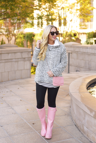 cortinsession blogger top jeans bag shoes jewels sunglasses sweater t-shirt leggings fall outfits grey sweater pink bag pink boots boots