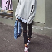 sweater,grey,grey sweater,long sleeves,streetstyle,nice,oversized,oversized sweater,black ripped jeans,ripped jeans,black jeans,jeans,skinny jeans,ripped,black,denim jacket,blue,red converse,red,converse,shoes,outfit,fall outfits,city outfits,tan,high neck,white,tumblr shirt