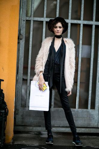 jacket fur hat streetstyle model off-duty milan fashion week 2016 fashion week 2016 top