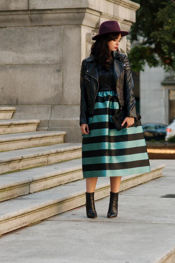 coco and vera blogger jacket stripes leather jacket clutch felt hat black boots