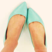 shoes,flats,pointy toe flats,mint,spring outfits,style,spring shoes