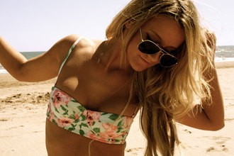 swimwear green swimwear flowers floral bikini floral swimwear bag bikini pattern bandeau maillot de bain rose beautiful floral bra pink swimwear cute bandeau bikini pink bustier bikini top bustier bikini spaghetti strap