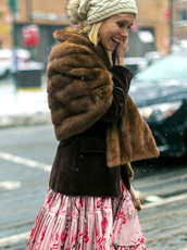 scarf,nyfw 2017,fashion week 2017,fashion week,streetstyle,fur scarf,jacket,brown jacket,skirt,pink skirt,floral,floral skirt,beanie,pom pom beanie