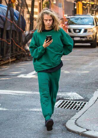 pants sweatshirt sweatpants streetstyle model off-duty cara delevingne sweater