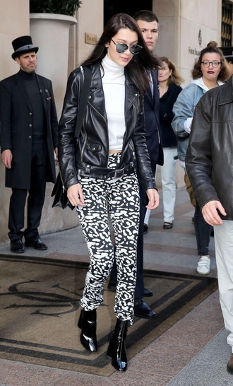 pants turtleneck black and white bella hadid boots streetstyle model off-duty fall outfits white turtleneck top