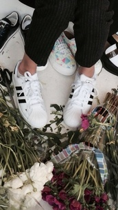 shoes,sneakers,white,black,stripes,cute,comfy