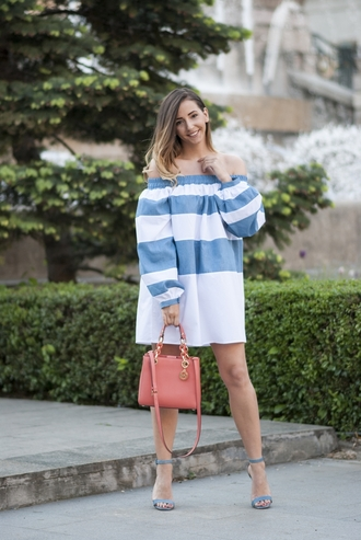 let's talk about fashion ! blogger jewels off the shoulder stripes t-shirt dress pink bag blue heels