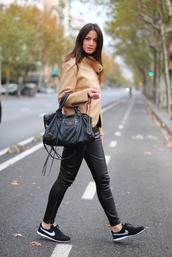fashion vibe,jacket,pants,bag,t-shirt,shoes,nike,nike free run,nike shoes,nike sb