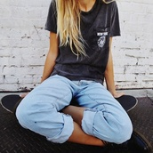 t-shirt,jeans,shirt,cute,charcoal,pocket t-shirt,new york shirt,new york city,girl,white t-shirt,top,cuffed jeans,grey,tumblr outfit,tumblr,newyork top,black t-shirt,lightjeans,grey t-shirt,grunge,hipster,graphic tee,pants,light blue boyfriend jeans,vintage,black,women,blonde hair,boyfriend jeans,blue,light blue,rolled pants,bohemian,outfit,outfit idea