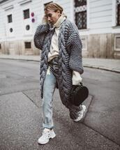 sweater,cardigan,knitted cardigan,oversized cardigan,jeans,ripped jeans,handbag,crocodile,sneakers,white sneakers,turtleneck sweater,oversized sweater