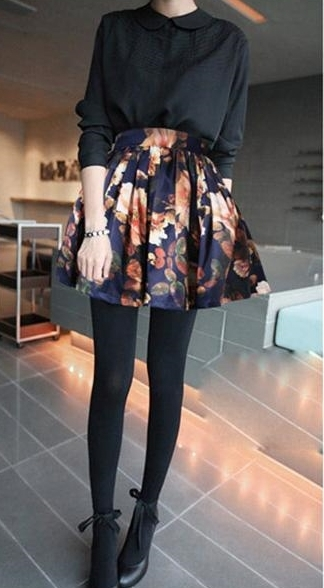 Floral print pleated short skirt