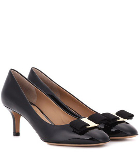 Salvatore Ferragamo pumps leather black shoes