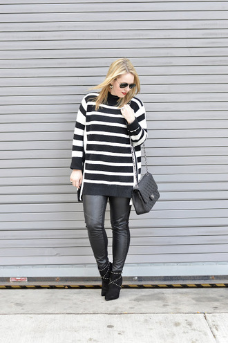 ablonde'smoment blogger sweater leggings bag shoes jewels sunglasses black and white black leather pants chanel bag chanel ankle boots